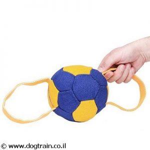 כדור בצורת כדורגל לכלבים לאימונים מבד צרפתי עם 2 ידיות