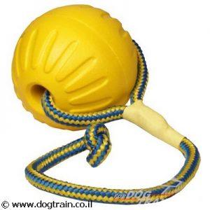 כדור ספוג עם חבל לאימונים ומשחקים עם הכלב