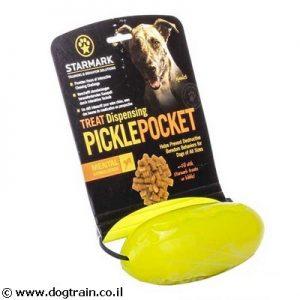 צעצוע תעסוקה לכלב PicklePocket של חברת STARMARK בצורת מלון