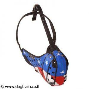 זמם לכלב מעור בצביעה ידנית וייחודית בסגנון דגל אמריקה